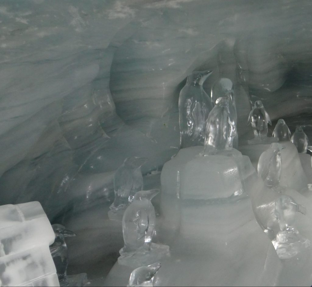 Ice sculptures-Ice Palace-Jungfrau-A long stretch of snowy peaks